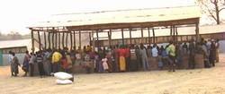 Angolanos deixam o campo de Meheba em 2005 (Foto: Nebert Mulenga/IRIN)